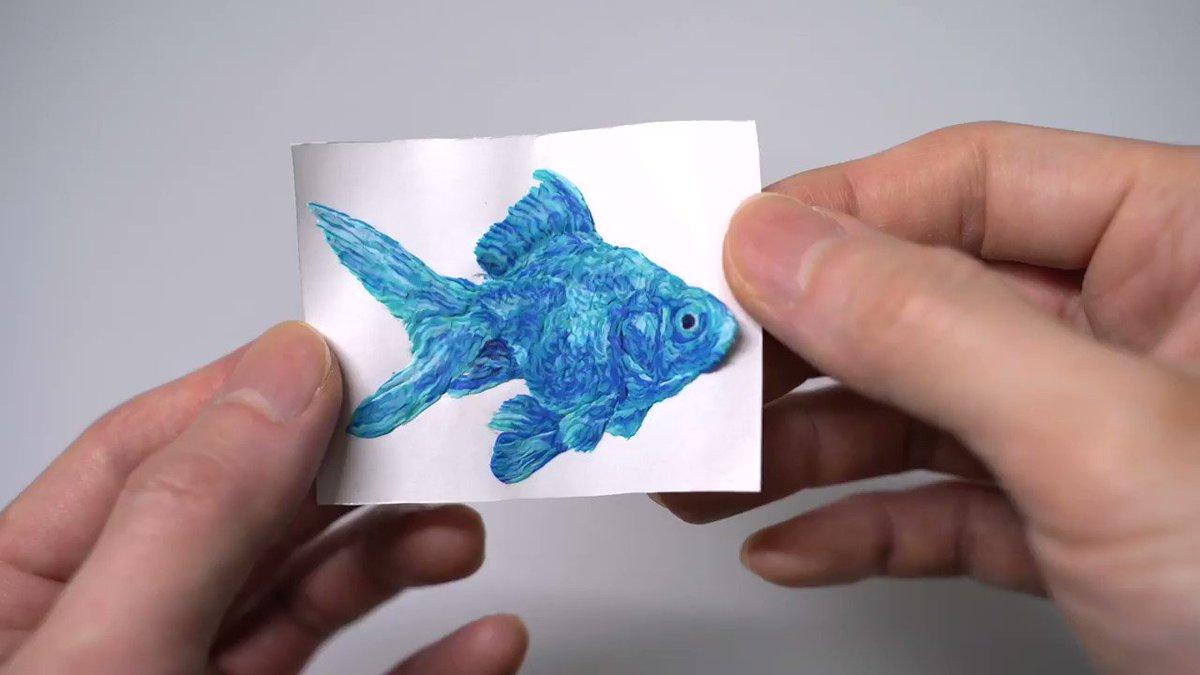 ブルーの金魚 焼き上がりました! ↓ 紙から剥がします! 裏面もキレイに仕上がりました(^^)  #金魚 #魚 #粘土 #制作過程 #動物 #animal #作品 #アート #art #artwork #Artist #西浦康太 #kota_nishiura
