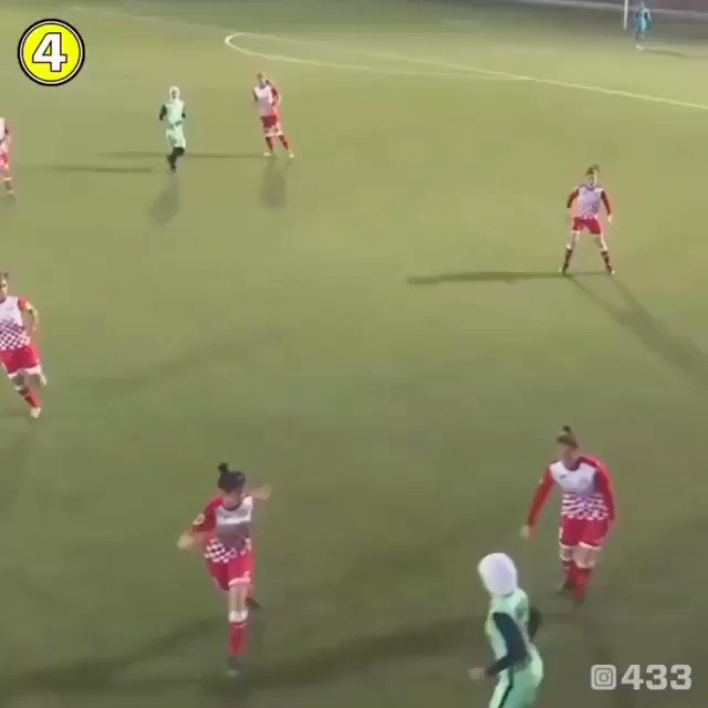 When her hijab fell off, opposition players shielded her so she could put it back on. Respect.     IG/jordanwntpic.twitter.com/OrgKyUzimP