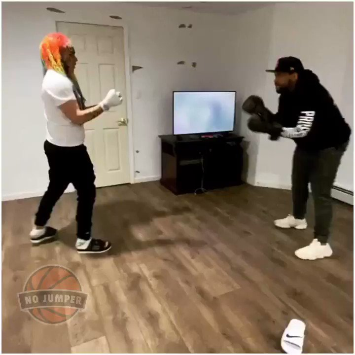 🏀 @Akademiks went to visit @6ix9ine for a boxing match. Who y'all think won??