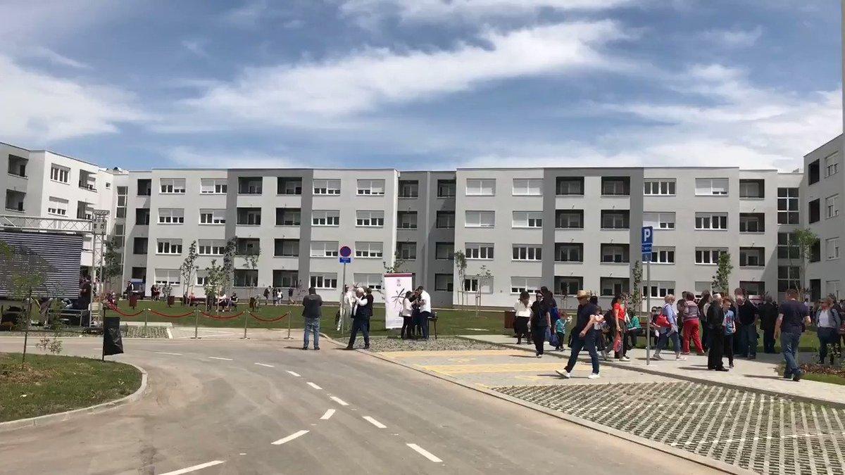 276 izbegličkih porodica dobilo je ključeve od stanova u najvećem kompleksu izgradjenom u okviru @RHP_RSP. Aktivnosti ovog programa, pomognutog od strane Evropske unije, pomažu u procesu pomirenja u regionu #EUzaTebe @OSCE_Serbia @UNHCRSerbia @KIRS_SRBIJA