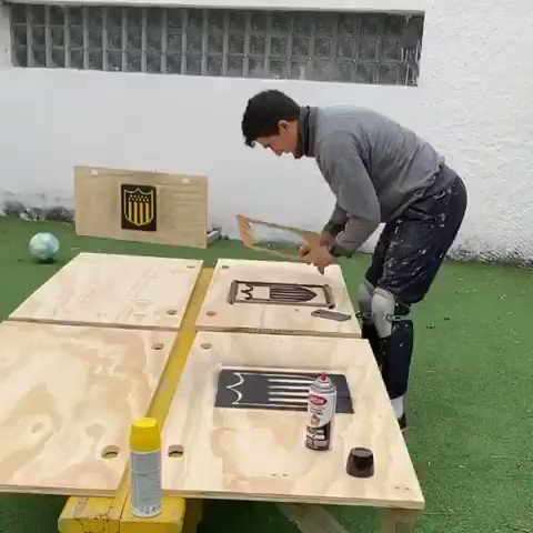 Diego Forlán, who is the coach of Peñarol in Uruguay, is building wooden boards with his assistant for passing practice when training resumes. 👏 [@OficialCAP]