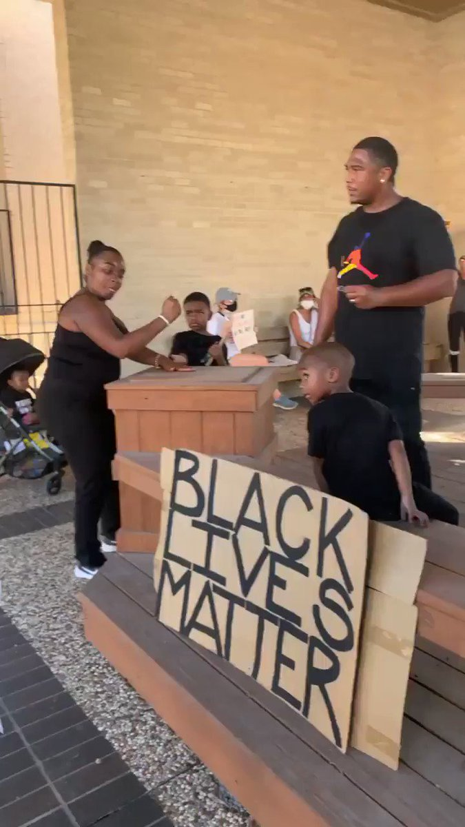 Dancing, singing and chanting at today's peaceful protest in Edinburg in the #RGV to stand in solidarity with #BlackLivesMatter, demand justice & change after George Floyd's death & talk about anti blackness in the Latinx community