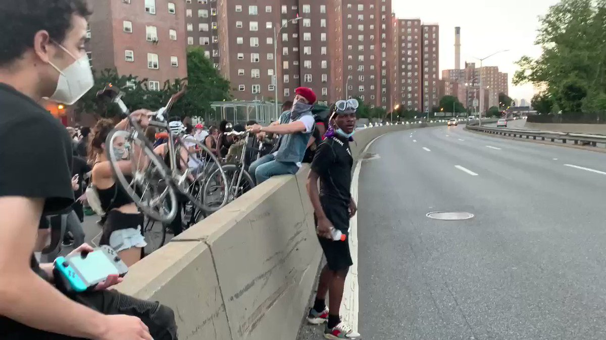 BREAKING: protesters have taken the FDR drive