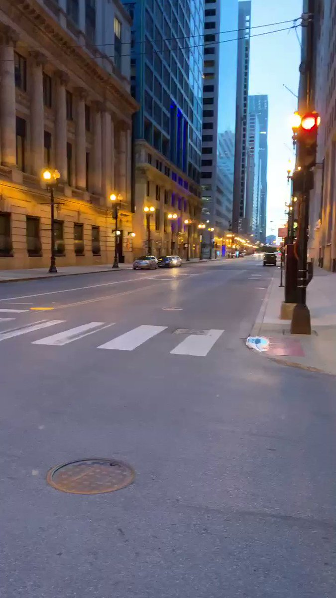 The #Chicago #Loop on Saturday night at 8:30 pm on the corner of LaSalle and Monroe. #spooky #ChicagoProtests