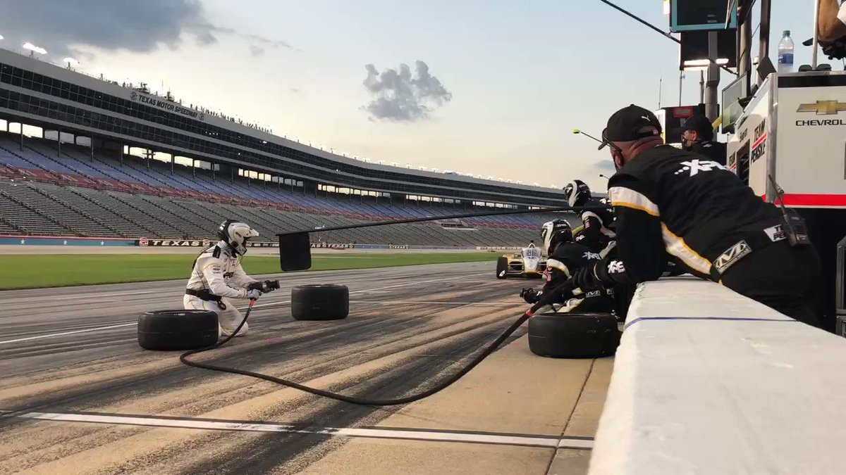 Final stop of the night for @josefnewgarden and the @XPEL team. No changes. Running third. #INDYCAR @TXMotorSpeedway
