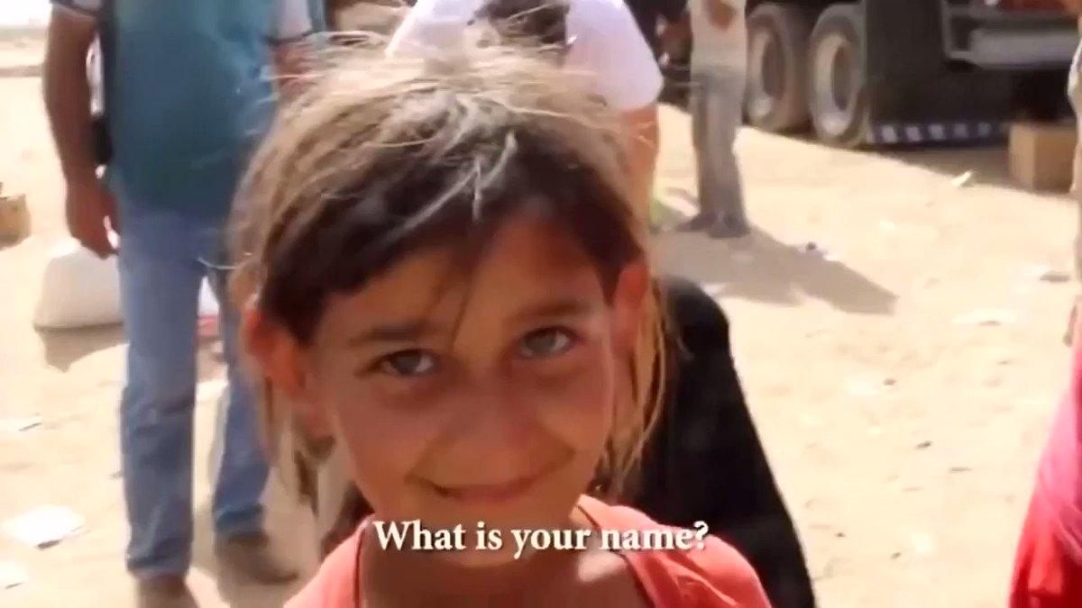 faye - 美方发起的中東戰爭 战后的廢墟,難民的流離失所 记者问小女孩:你爸爸呢? 小女孩:死了 记者:在哪? 小女孩:死了 记者:在哪死的? 小女孩:在战场上死的 记者:你今天有吃任何东西吗? 小女孩无助的微笑,默默低头,伸手抹拭泛着泪光的眼角......  難過、心酸😭😭 @DUYAformhell @lh9983