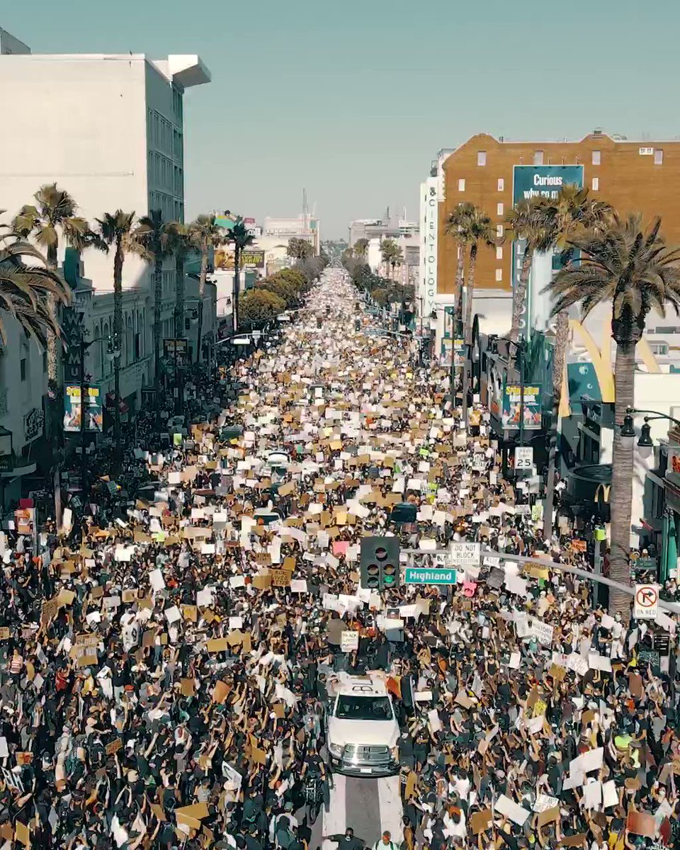 American mainstream media acts surprised that #Coronavrius infections are spiking in the country. They blame #Trump. Let me remind everyone of the thousands of #BLM marches that took place a few weeks ago. This was LA⬇️