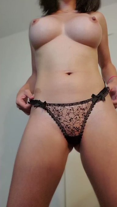 new panties! ✨ they look better off, though... 🧡 https://t.co/2BkL4tIlgX 🧡 🧡 https://t.co/Gho7aWyiuU