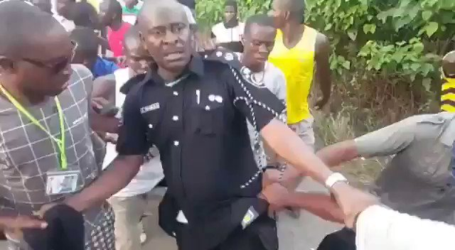 Juventus fans dragging Sarri back to Chelsea at the end of the season: