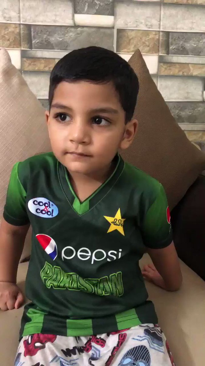 Probably the cutest narration you could hear to recall the #CT17Final 🤩🤩    🎙Junior @SarfarazA_54   https://t.co/O7Iw10L3n5