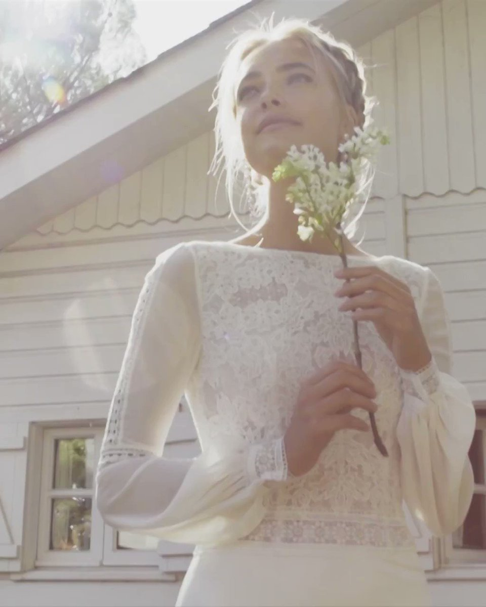 Discover our #RosaClaraBoheme universe and feel the naturalness and romanticism this collections evokes. http://ow.ly/OeZH50AcJ7z #bridalfashion #bride #bridaldress #wedding #weddingdress #weddinginspo #bridetobe #brides #weddinggownpic.twitter.com/lgBl8AZdUy