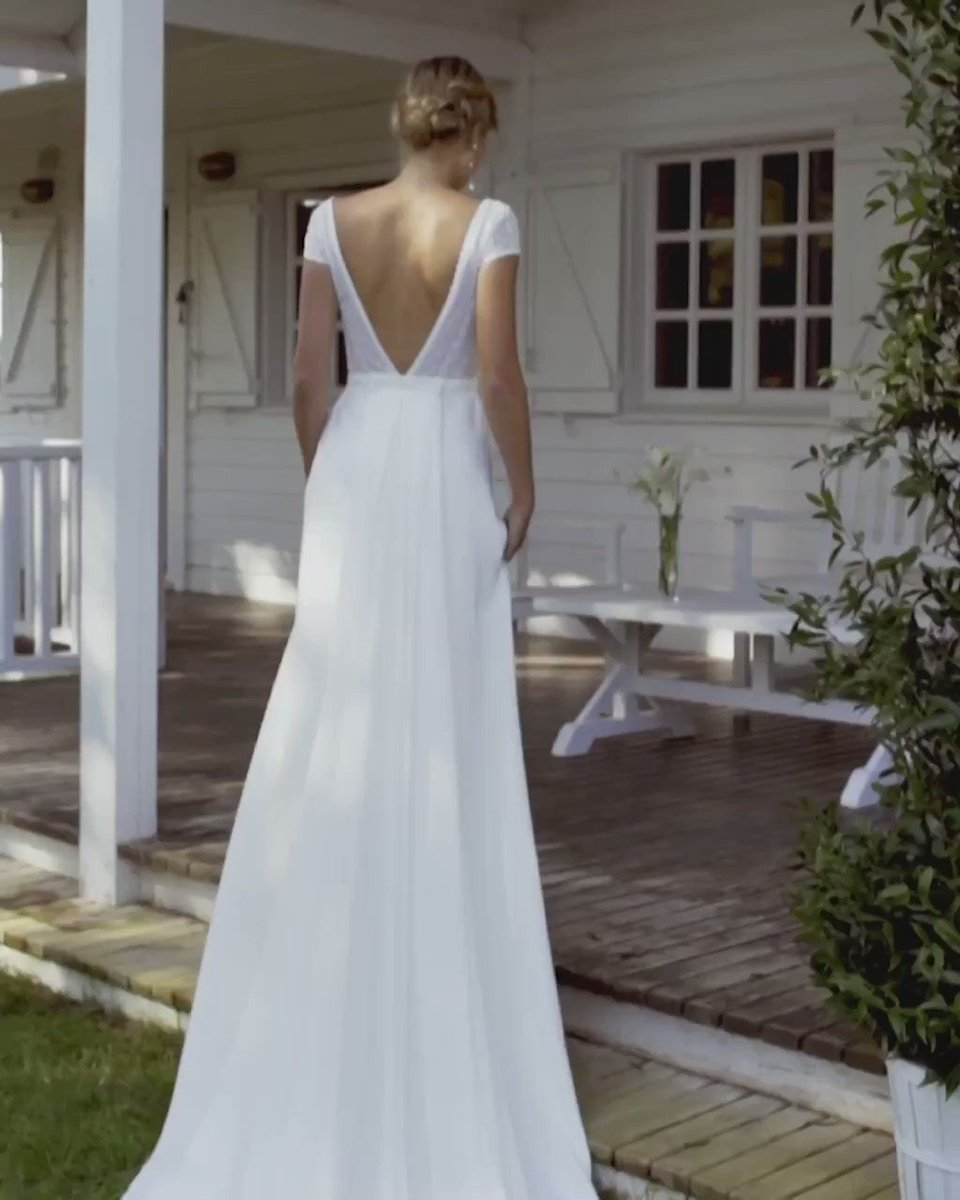 Simple wedding dresses like our Canoa gown are perfect for brides looking for something elegant and with a striking essence! http://ow.ly/VHOo50AdhXF #weddingdress #weddinginspo #bridetobe #brides #weddinggownpic.twitter.com/hMIBmCZvSZ