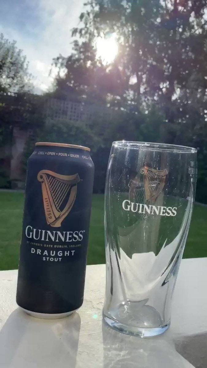 The only time it's excusable to block out the summer sun is while you're pouring Guinness.  Frothy but a fine film @englishbeergent #ShareYourPour 👏