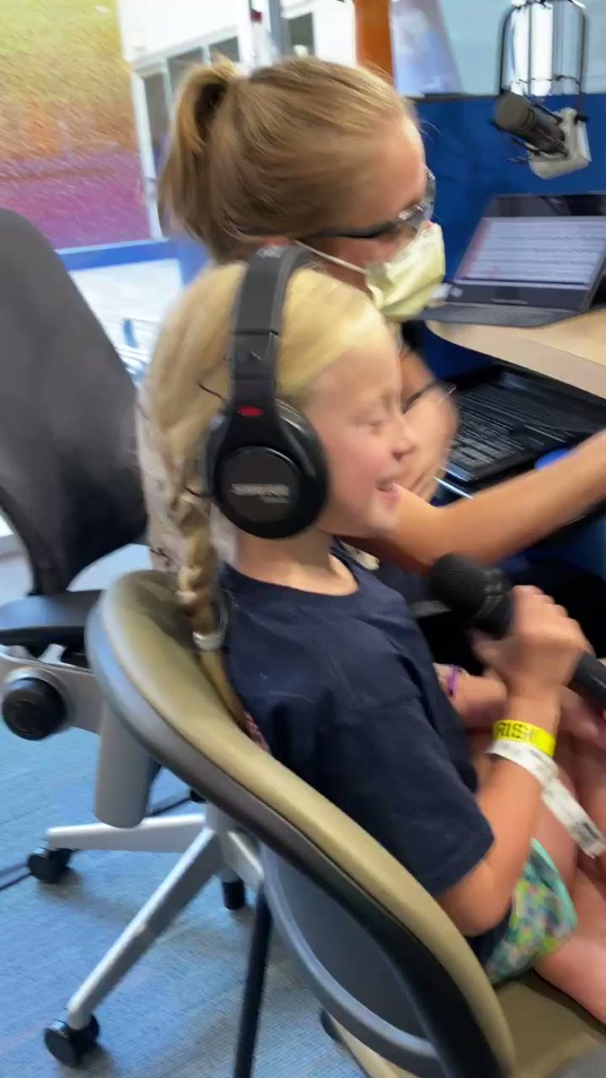 An above average afternoon with DJ Kynleigh! We are thrilled that we can now allow one patient at a time in #SeacrestStudios at @childrens 🎙️ 🎶 🎧