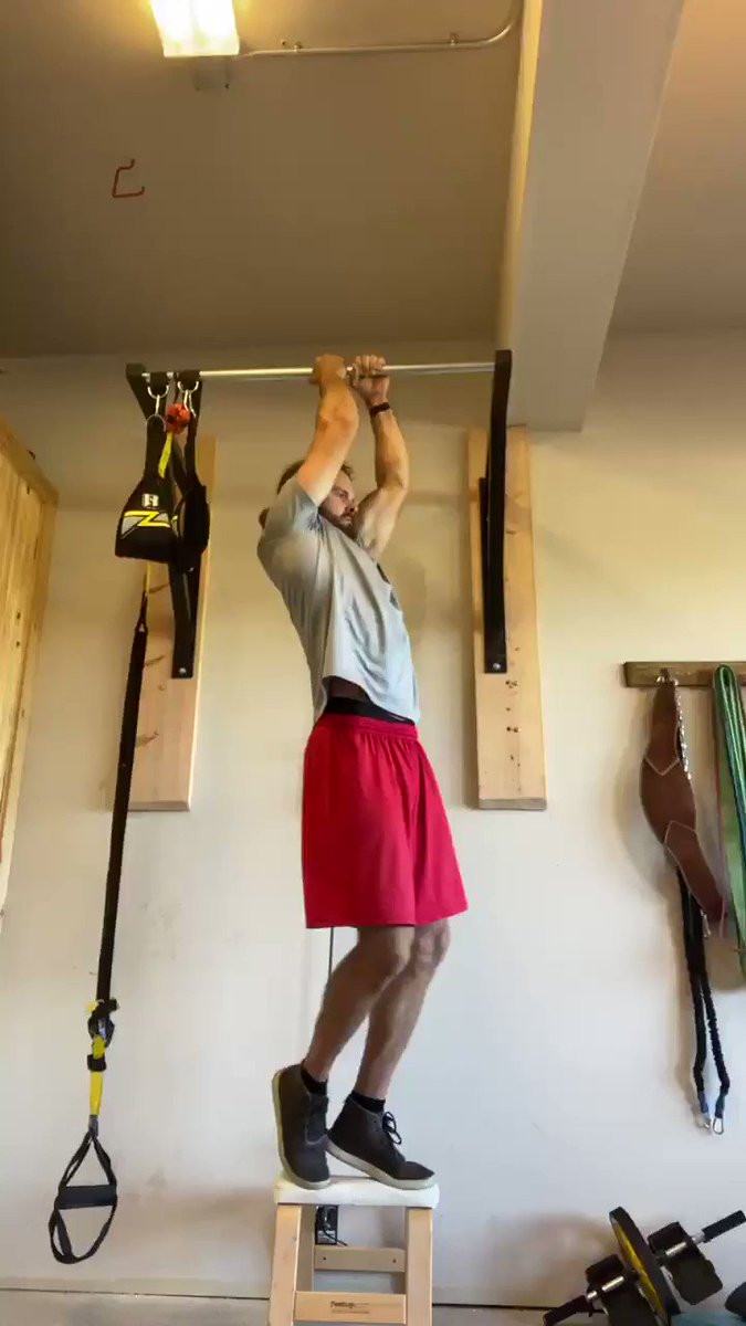 Coach asked that we come back to training camp in the best shape of our lives... I'm trying! Finished off today's workout with a single arm extreme pull-up hold. Flex credit goes to @Cantguardmike #WHODAT #SAINTS #Pullup