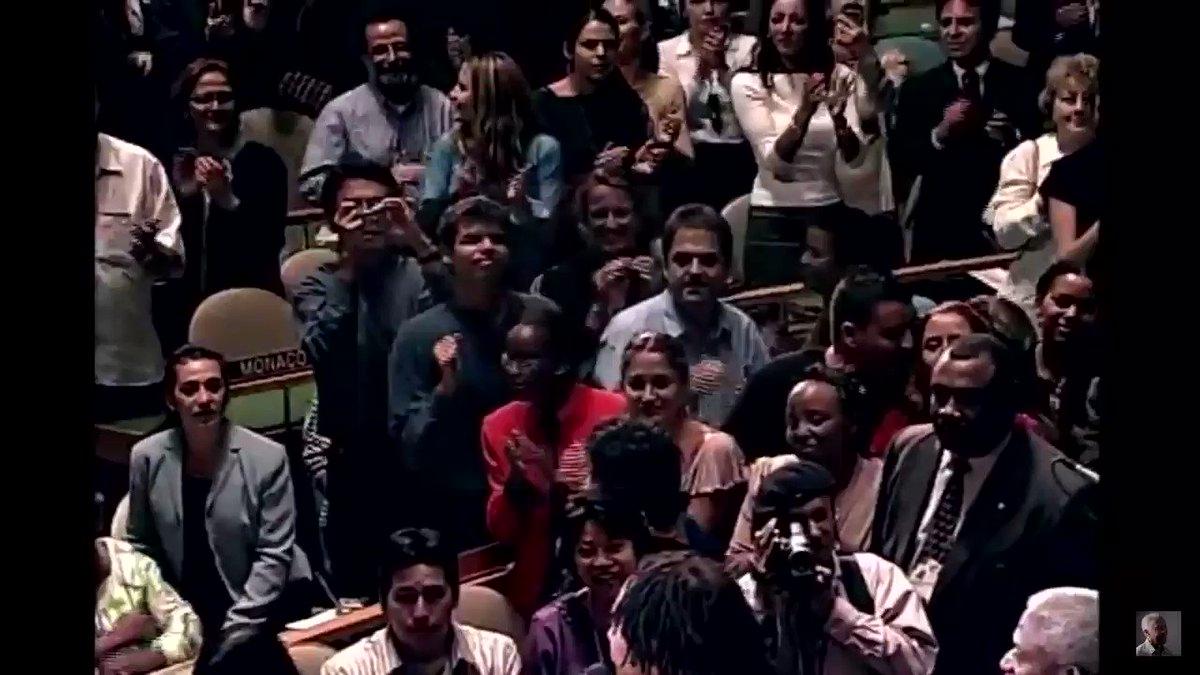Os aniversariantes do dia (@gilbertogil, 78 anos, e a ONU, cuja Carta foi assinada há 75 anos) passando na sua timeline para lembrar de uma época em que o Brasil inspirava esperança e alegria [🎥: Show na Assembleia Geral da @UN em homenagem a Sergio Vieira de Mello, em 2003]
