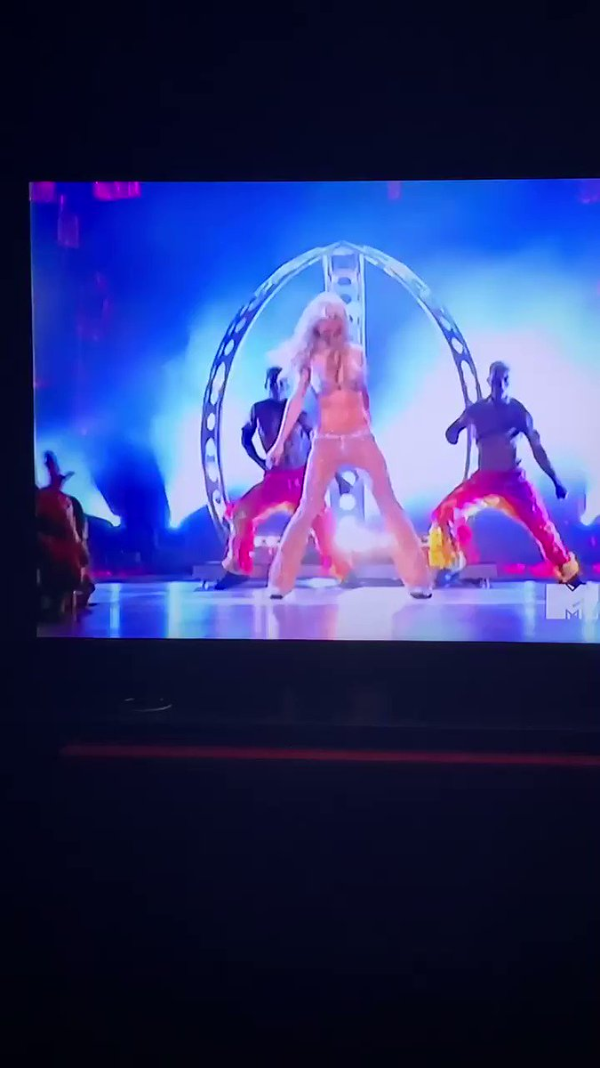 She was the Princess of Pop for a reason. Britney Spears 2000 #VMAS Oops I Did It Again. Thanks @MTV for the nostalgia https://t.co/6RXM4i8kbs