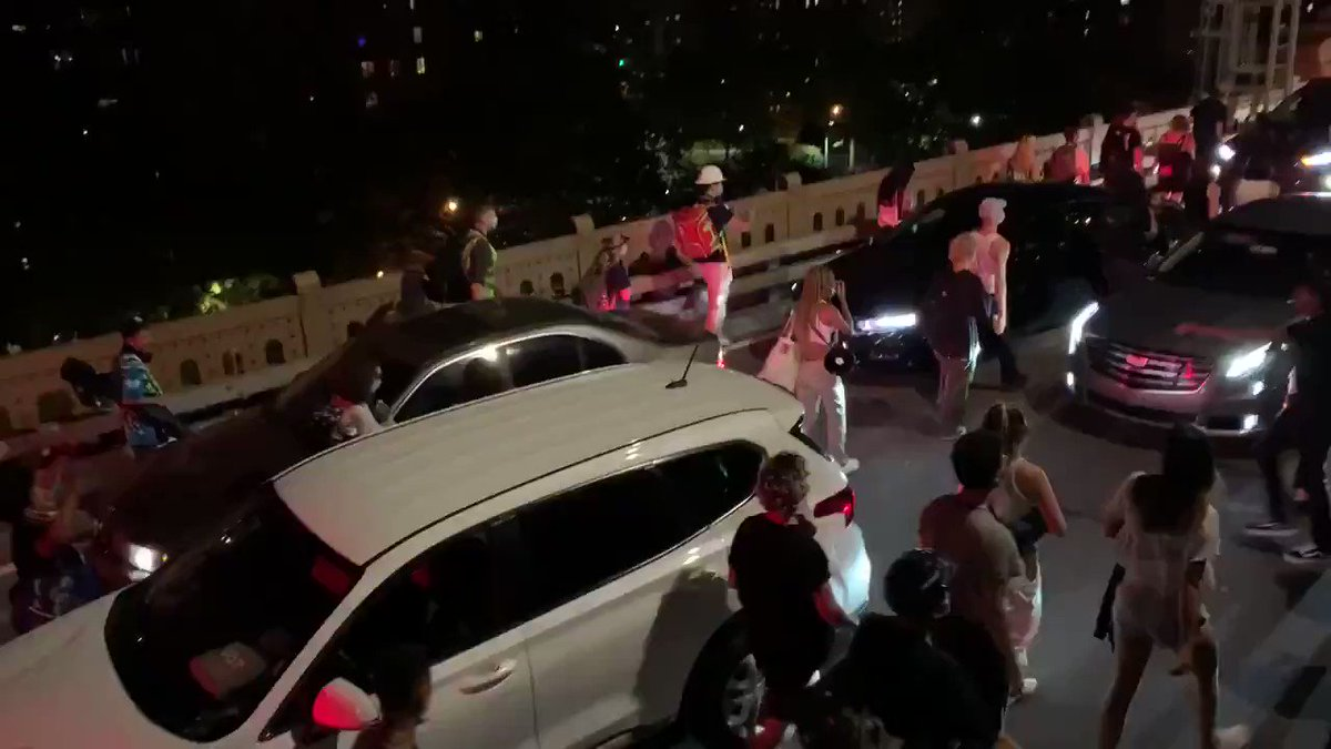 A late night march across the #Brooklyn Bridge unfolding right now  pic.twitter.com/17zO1M3O69