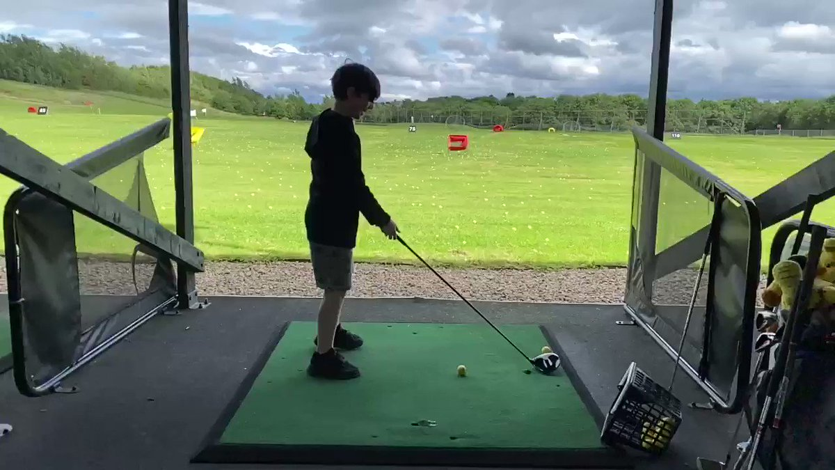 A bit late for the @PinkCarLeasing trick shot challenge but this is a decent effort from Stringer Jnr. Aim for the red basket O ⛳️ #ItsIn