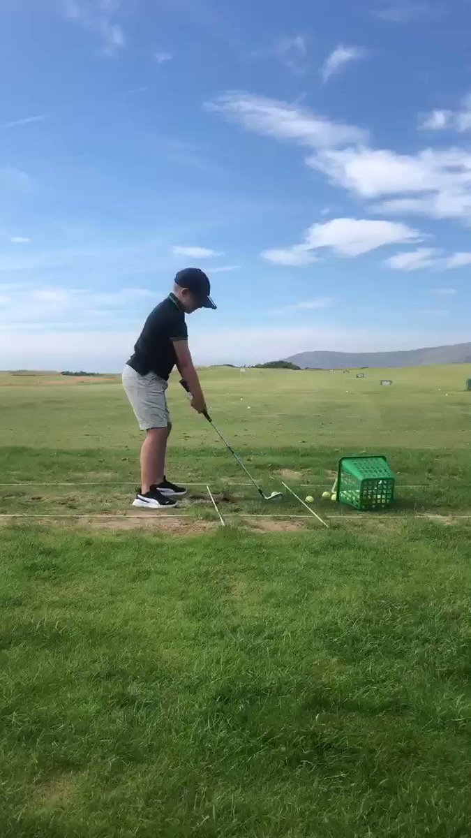 This very talented young man is 8 years old and picked up a golf club for the first time only 3 weeks ago.... 😦👏🏻🏌🏼♂️ @conwygolfclub #DaviesGolf