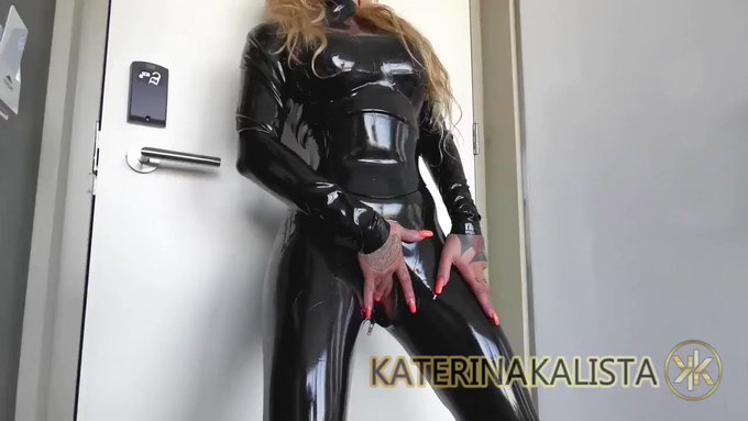 Just sold! teasing wet latex fetish goddess pussy https://t.co/MsC344Hjzc #MVSales https://t.co/Bbjd