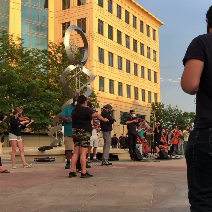 Aurora PD breaking up the peaceful violin vigil for the very kid they murdered. #ElijahMclain https://t.co/OP4TlawVk5