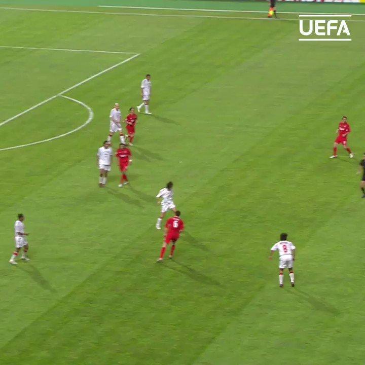 Great assist ✅  😍 Kaká to Hernán Crespo = ⚽️  #UCL   @acmilan   @KAKA https://t.co/sUGZNmeoaN