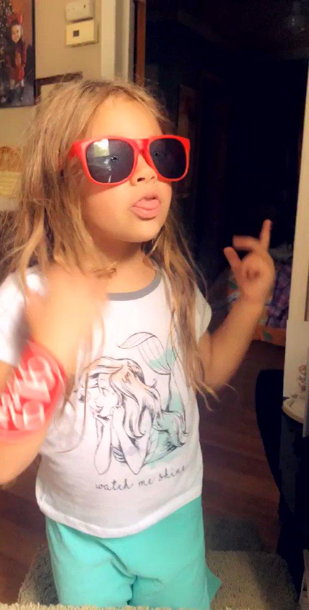 Guess the song? Lol #partygirl #ratchet pic.twitter.com/GjOBRDGFgJ