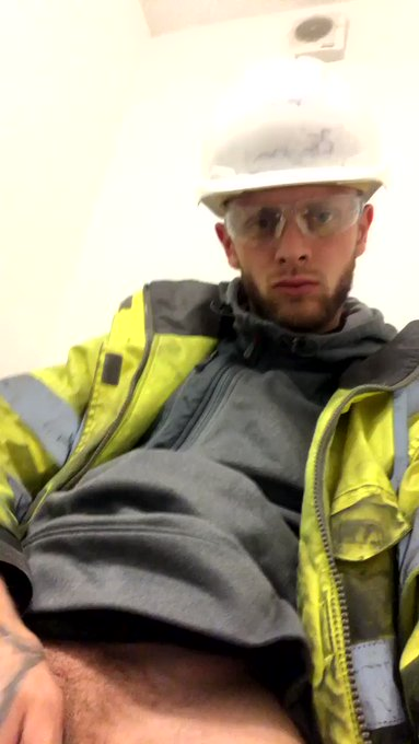 Get ya mouth on that 😈💦  #chav #scally #work #wank #fit #helmet https://t.co/JlAZHZlTdg
