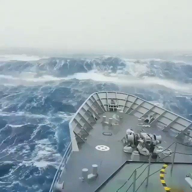 RT @webcamsdemexico: ¿Viajarías en este barco? 😱  🌊   Antártida 🌊 🌊 🌊 🌊 🌊 🌊   Vía: @castellanosce_. https://t.co/c27Dctl9r7
