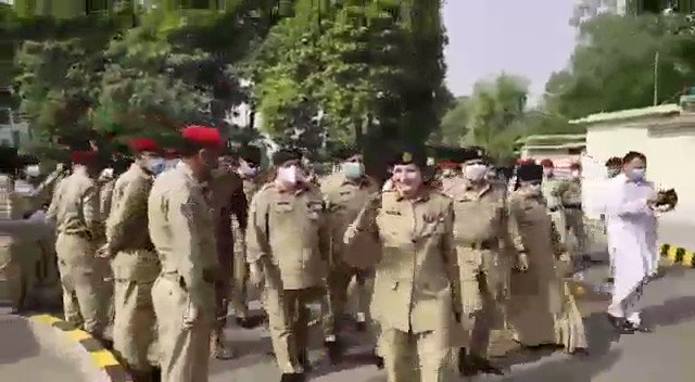 Gen Nigar Johar walks to her office today amidst celebrations 🎉 . This is how we celebrate the achievements of our daughters 😇in #Pakistan . All Pakistani women are walking taller today 😇 #NigarJohar #PakistanArmy