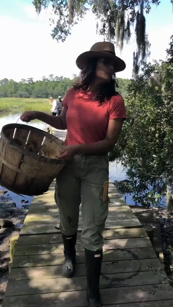 """Some behind-the-scenes crabbin' action from """"The Gullah Way"""" 😂🦀 episode of """"Taste the Nation"""": https://t.co/pa55gynkqL https://t.co/Y3O0DumWBS"""