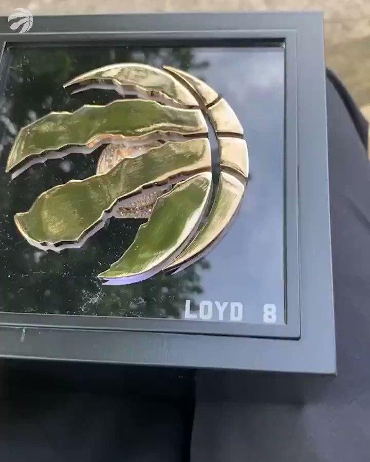 Ex-Raptor Jordan Loyd shows off his 2019 championship ring. 🏆🦖 (🎥: IG/mrjloyd)