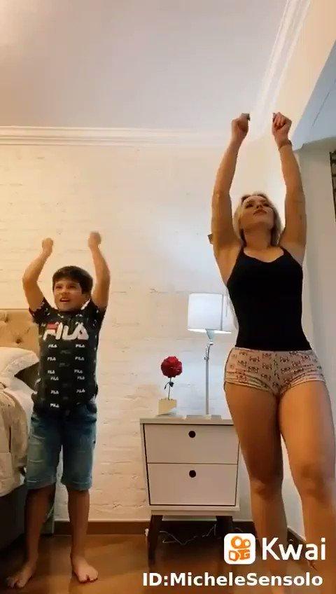 El Giver - Jorgito hizo un baile con su madre y tuvo más de 40 mil likes 👍 En el colegio es famoso, y no sabe porque ? Dice que bailo mal !