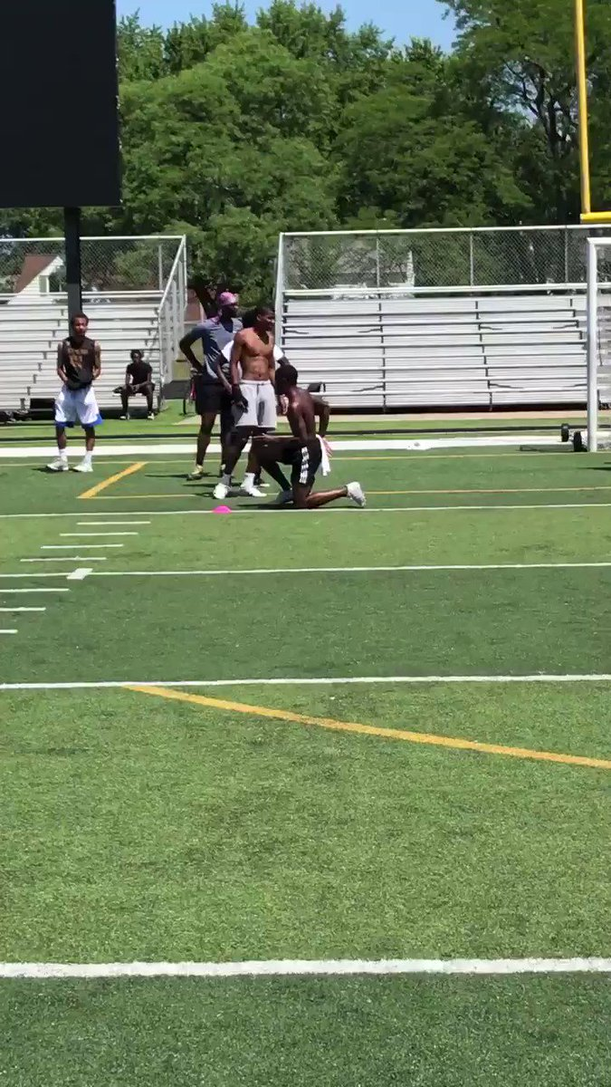 @JaylenRxch showing some true speed today! This is why I love having my guys run track! Developing into a great college prospect #Speedkills #Feed pic.twitter.com/13Pwg0CXaG