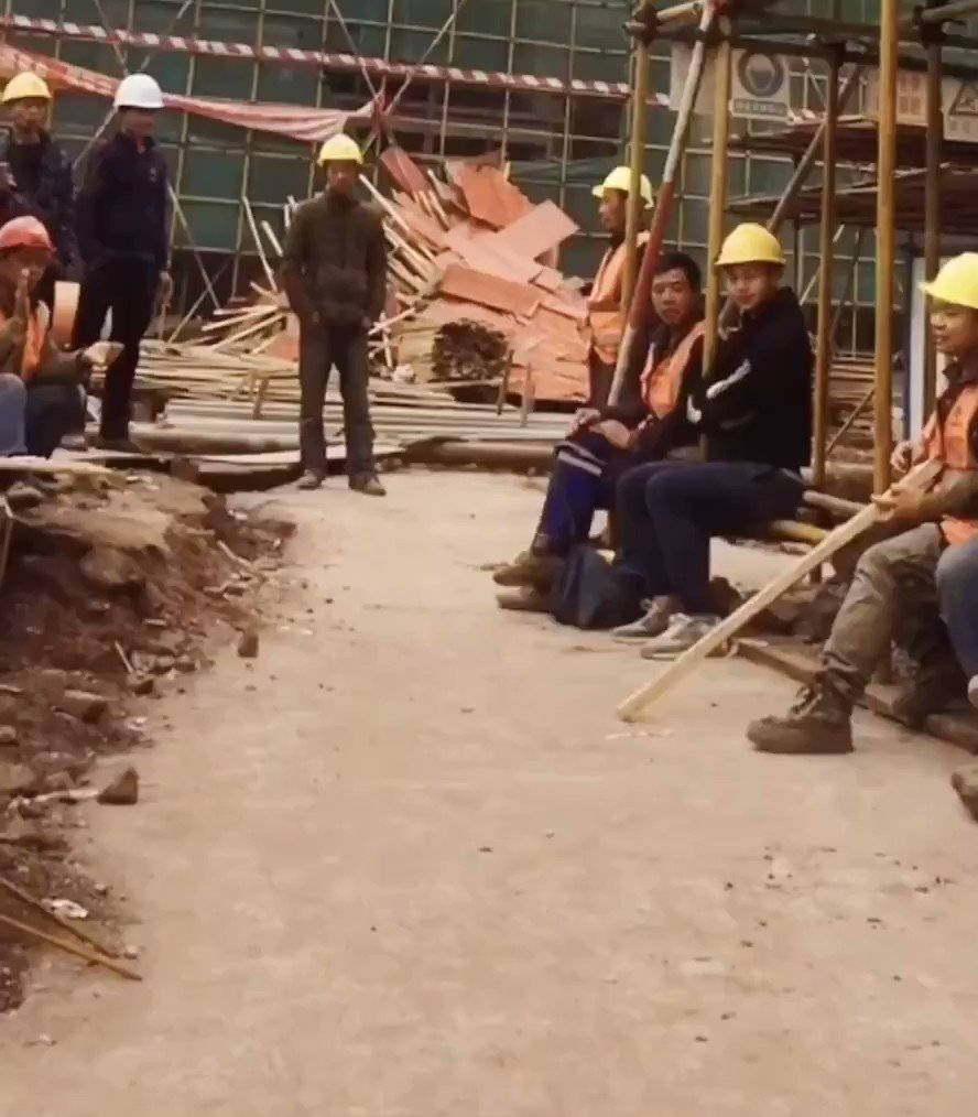 Michael Jackson reincarnated on a Hubei construction site: