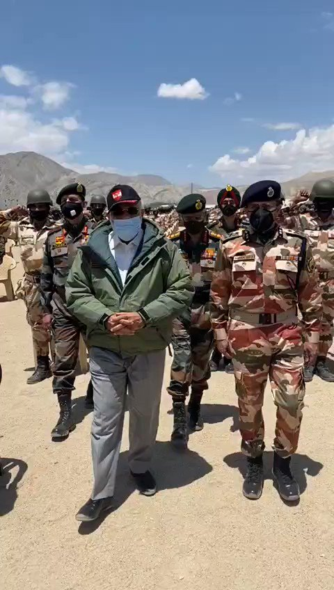 See hows the Josh of our soldiers after PM reaches Leh, leading from the front... Bharat Mata Ki Jay... 🇮🇳 Vande Mataram... 🇮🇳 @NewsX @Inkhabar @IndiaNews_itv