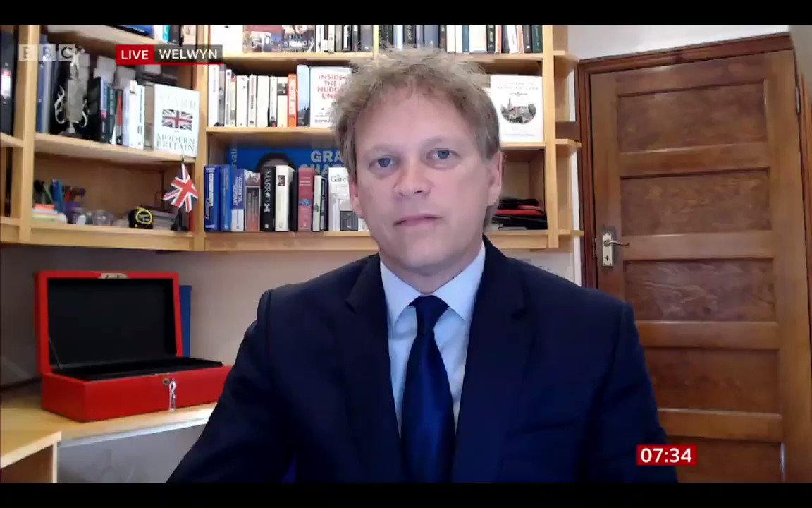 Shapps then pops up on #BBCBreakfast & says this. Charlie Stayt - At the moment foreign office advice is that all non-essential travel is banned... when will that advice change? Grant Shapps - Yes, that advice will change tomorrow.