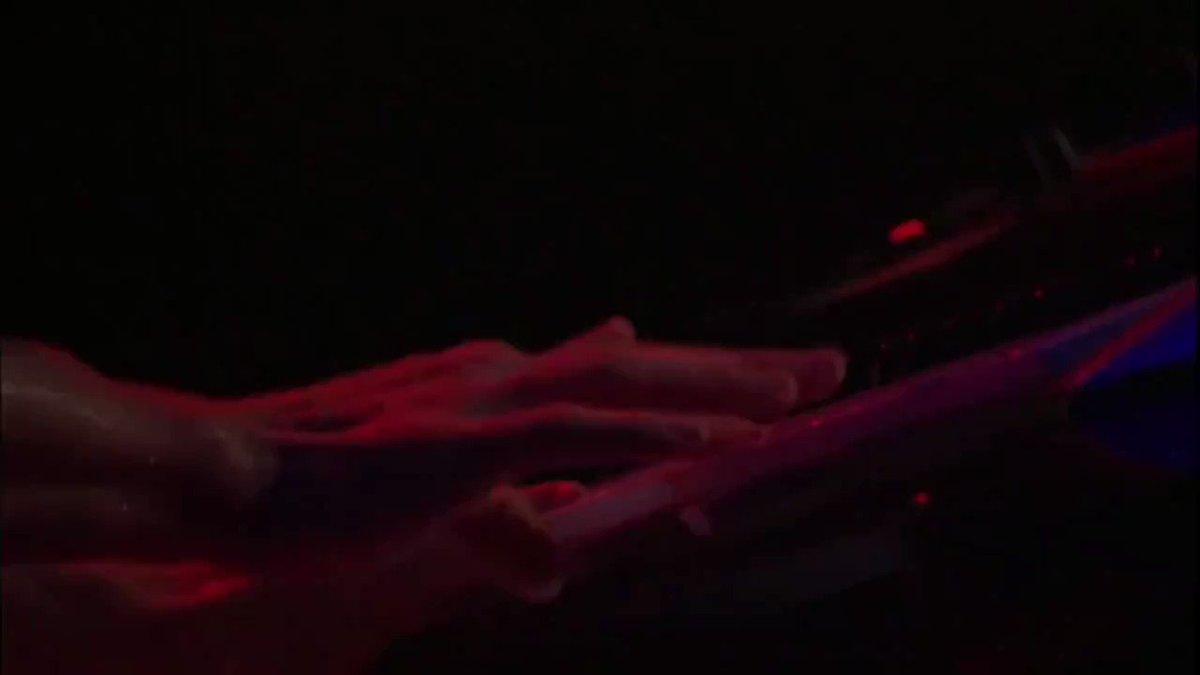 Justin Timberlake malum şarkıya enfes bir giriş yaparak sahneyi yakıyor.
