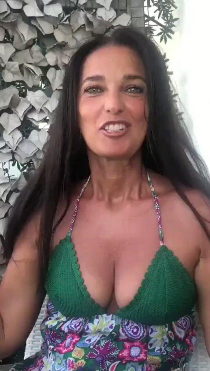 Anche Alessia Merz è con noi..  Vogliamo Jolly Blu in DVD  https://t.co/ma20Jo1EQz https://t.co/XXavIeis51