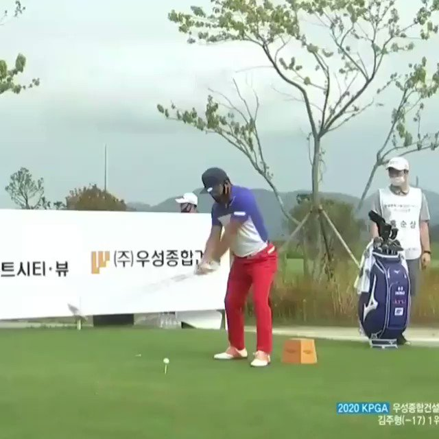 Ho-sung Choi's tee shot today 😲 Obviously the caddies fault..