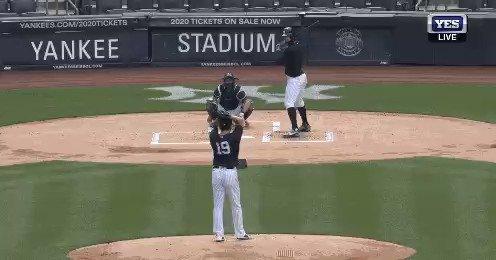 ジャンカルロスタントンさんやらかす 田中将大の右後頭部付近に打球直撃 https://t.co/VnW0tOttch