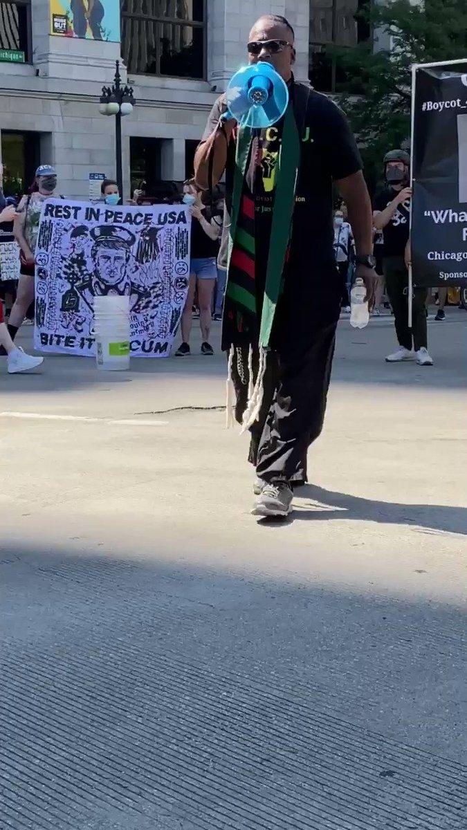 Currently occupying Michigan and Washington #chicagoprotest #Chicago #chicagoprotests #JusticeForElijahMcClain #JusticeForBreonnaTaylor #JusticeForGeorgeFloyd #BlackLivesMatter #BLMpic.twitter.com/6rhtokVchd