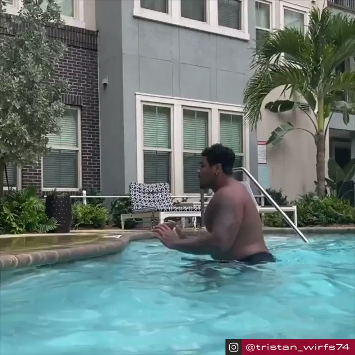 Bucs' first-round pick Tristan Wirfs showing off that crazy athletic ability 😱  (via @TristanWirfs74, h/t @Buccaneers)   https://t.co/CNuw8TKaB0