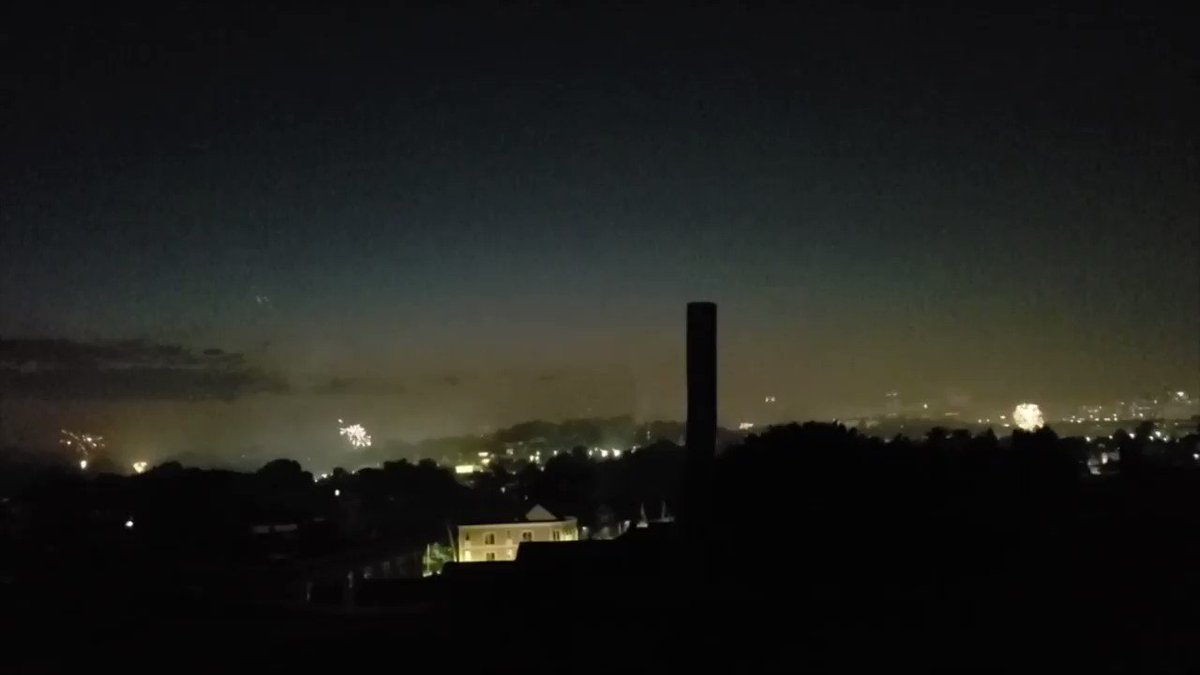 An hour of illegal #Boston fireworks in 2 minutes pic.twitter.com/mdPMFdfnVr