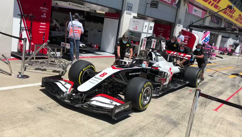 Final pit stop prep for the race - we're ready 💪  #HaasF1 #AustrianGP