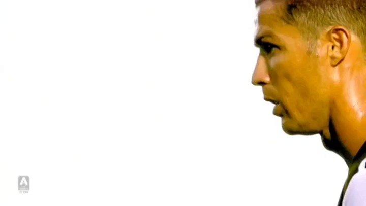 The GOAT doing GOAT things...  #Ronaldo #Juve #CR7pic.twitter.com/r07lRCdzpD