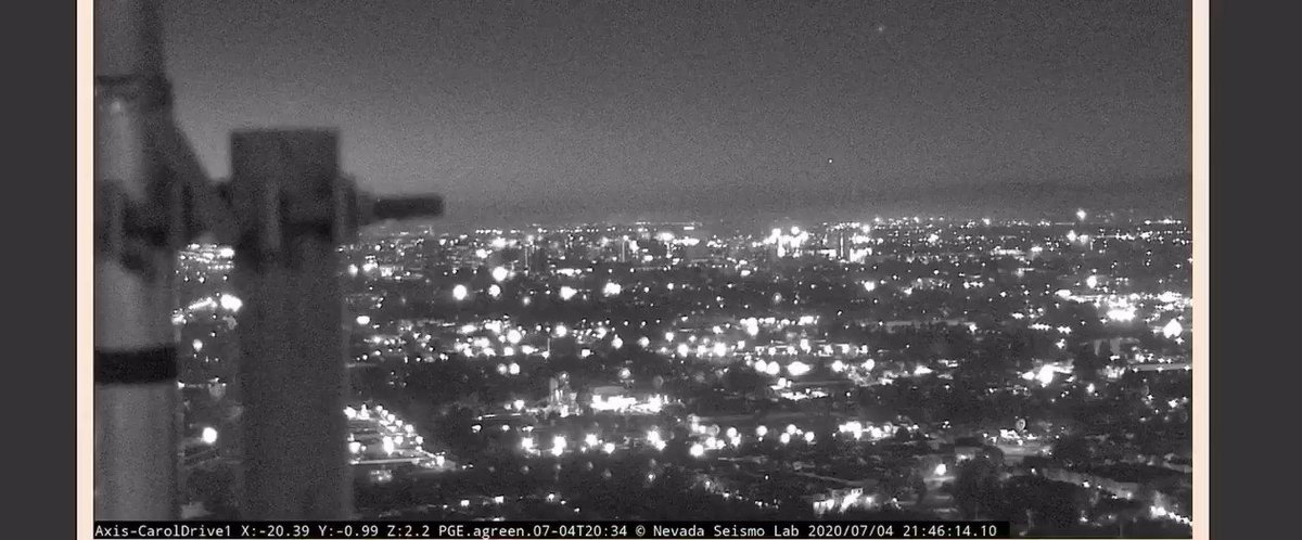 And here's a view from San Jose looking north #FourthofJuly #Fireworks https://t.co/JI3OkBV1nI