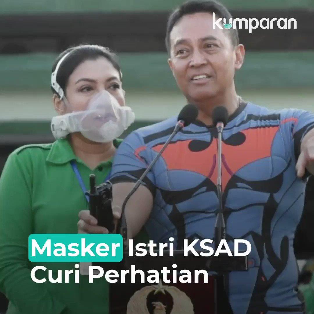 Masker yang digunakan istri KSAD Jenderal Andika Perkasa, Diah Erwiany Trisnamurti Hendrati Hendropriyono, mencuri perhatian. Bentuknya berbeda dari masker pada umumnya. Masker yang dipakai Diah diduga berjenis clean space purifying respirator. #TopNews https://t.co/gmim7FlBkF https://t.co/D9FSbIlUjJ