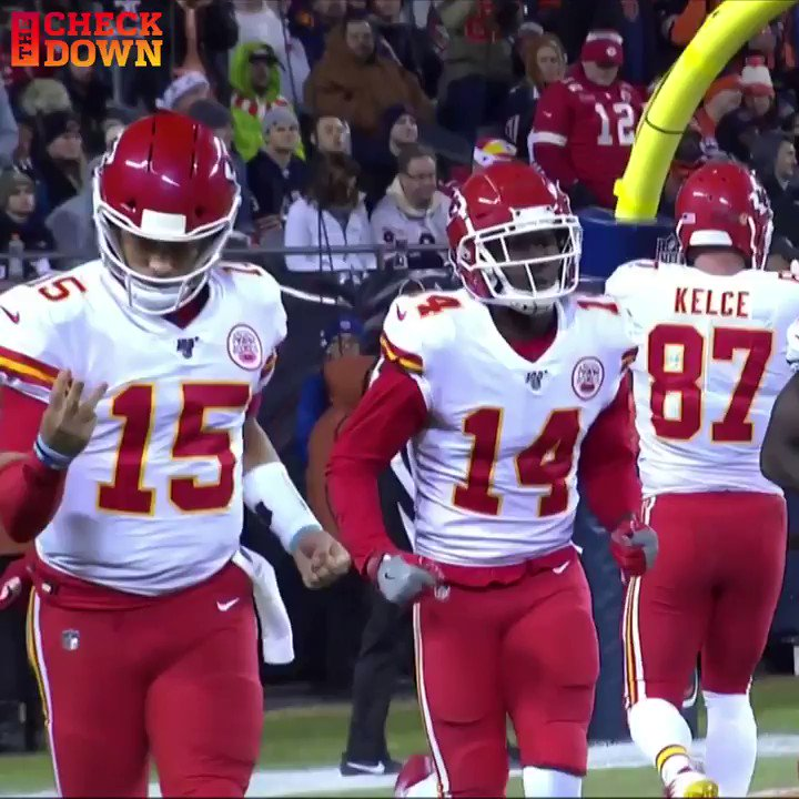 Mahomes counting the years on his extension like... @PatrickMahomes @Chiefs https://t.co/Gydupt5BSS